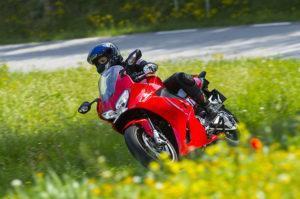 honda vfr800f, honda vfr, honda dama blanca, motos honda, mujeres moteras, motos para mujeres