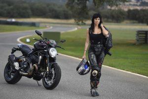 la ropa de moto para mujer, ropa motera, ropa de moto, ropa mujer, como debe ir la ropa de moto, equipacion motera,