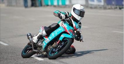 novata en circuito consejos, cursos A2, curso de moto, formación, dani ribalta, pontgrup, domina el asfalto