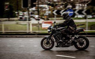 los motivados en moto por ciudad