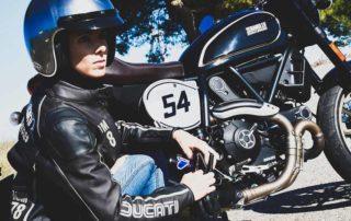 chaquetas de moto con protecciones obligatorias, ropa de moto, ropa para ir en moto, ropa ducati, ropa casual, ropa cafe racer,