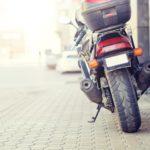 ¿Dónde se puede estacionar una moto?