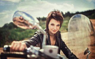 La postura corporal en moto: cómo evitar lesiones