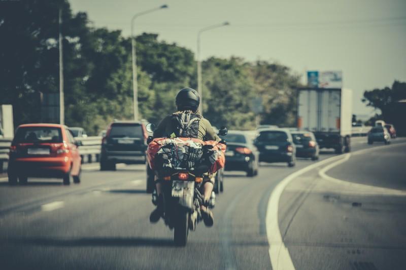Cómo debemos circular en la moto