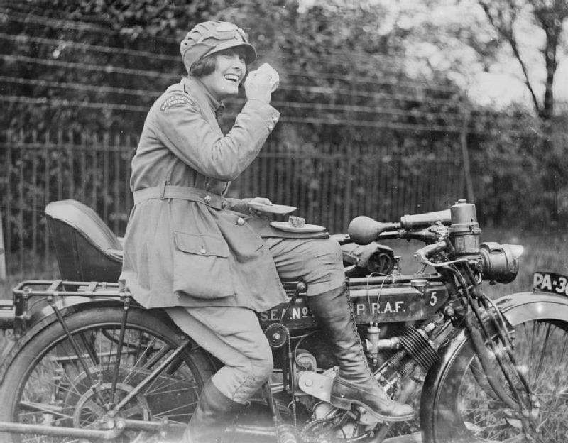 mujeres en moto historia, mujeres en moto, historia mujeres, mujeres en la historia