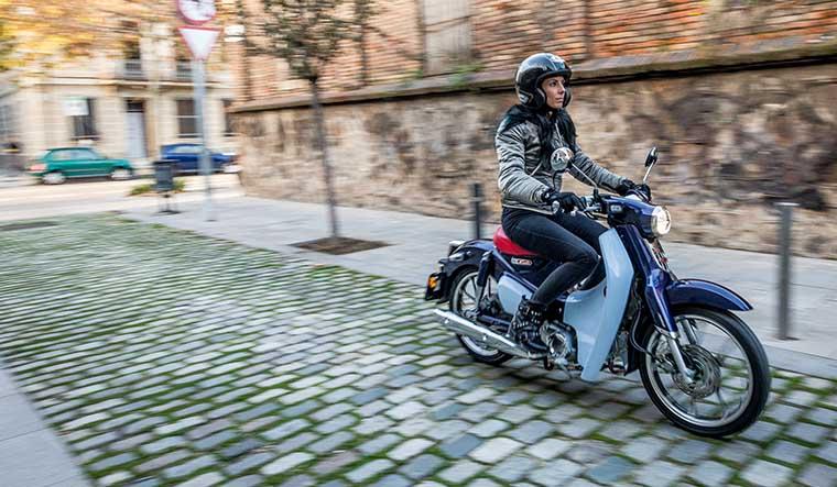 honda super cup y honda monkey, moto honda, scooter honda, motos raras, motos originales, motos para customizar, motos para mujeres, motos exclusivas