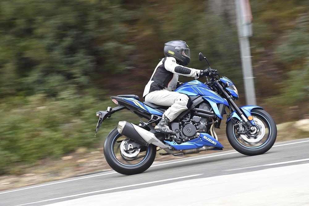 suzuki gsx S750 A2, estética y caracteristicas, moto nacked A2, moto para mujeres bajitas, moto A2 ligera