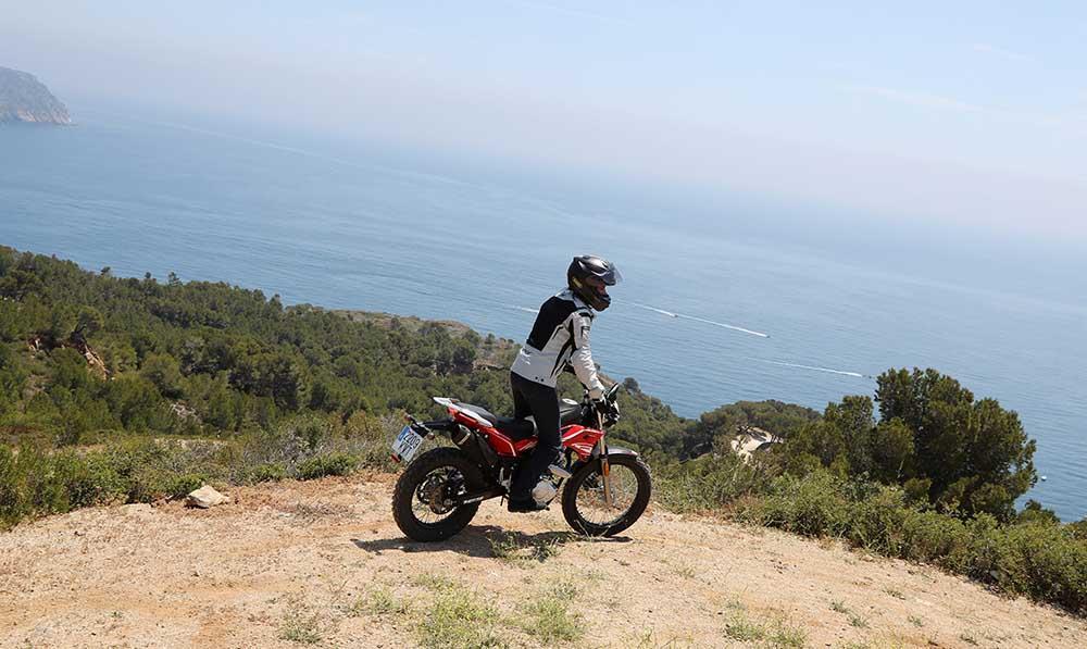 rieju tango 125cc, Rieju Tango, moto trial, moto enduro, moto mixta, moto ligera para mujeres, moto pequeña para mujeres