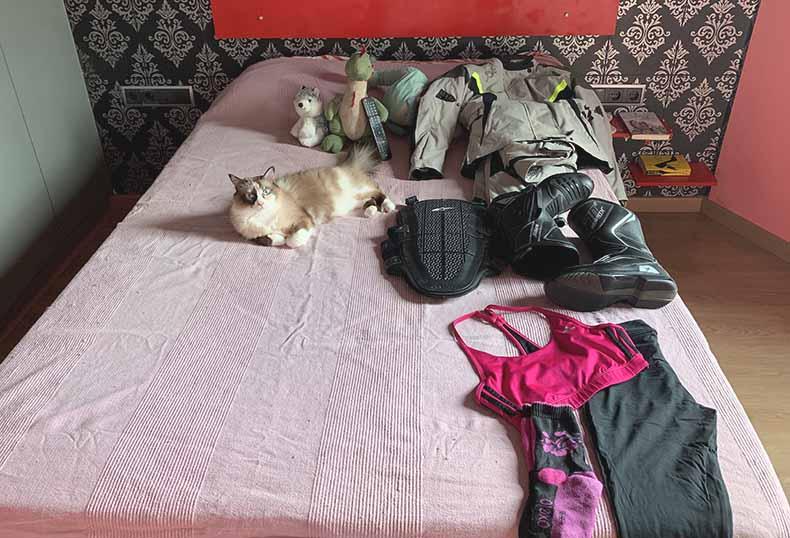 organización de la ropa de moto para ir de viaje