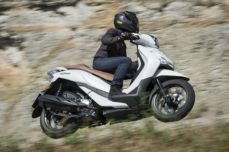 scooter sym hd300cc en carretera, agilidad y diversión
