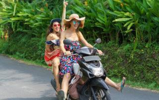 ¿Cuál es la mejor equipación de moto para no pasar calor en verano?
