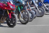Aparcar una moto
