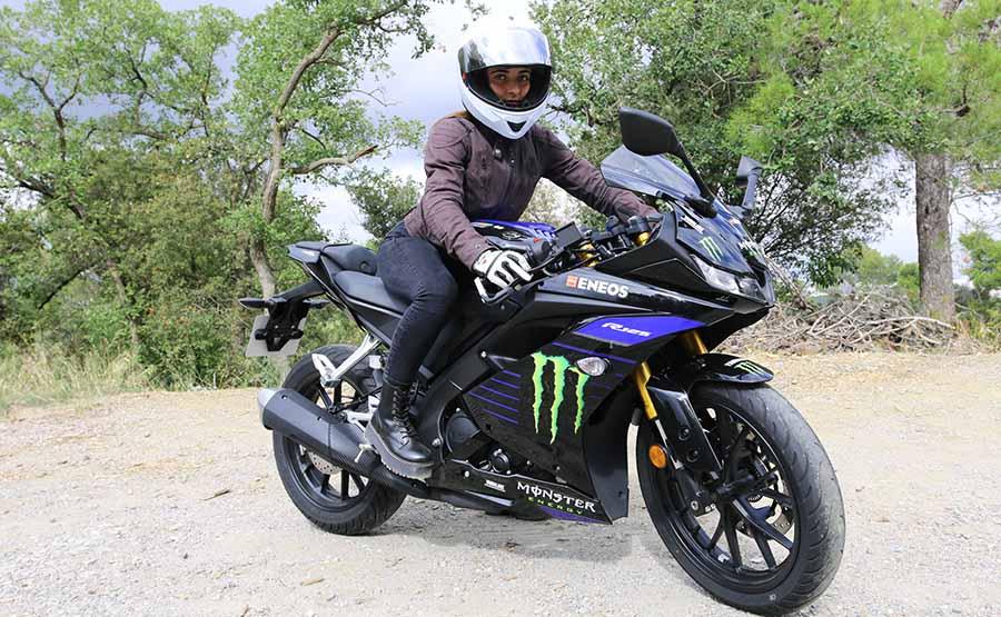 Paula Fajardo con la Yamaha YZF R125 2020