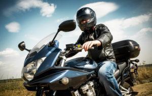 La importancia de conducir con seguridad una motocicleta
