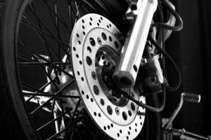 Sistema de frenos en una moto | ¿Qué es y cómo funcionan?