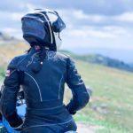 Casco de moto limpio y bien cuidado