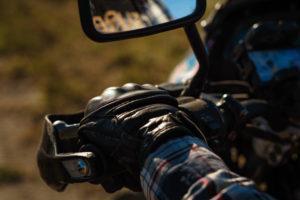 Instalar puños calefactables aumenta tu confort en carretera