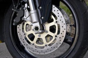 ¿Frenos de disco o frenos de tambor? | Frenado de tu moto