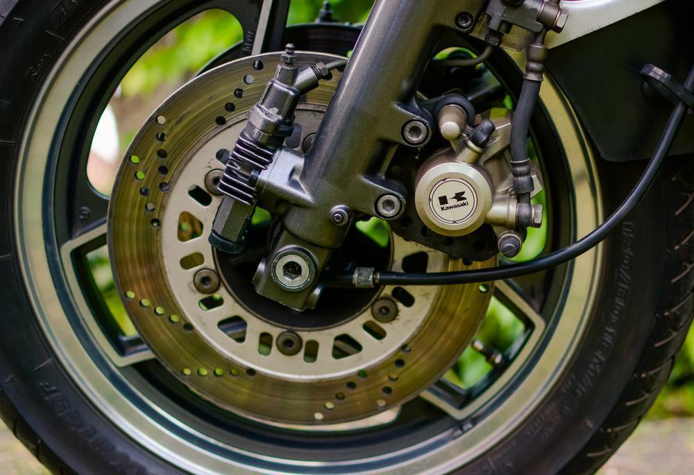 ¿Porqué utilizar latiguillos metálicos? | Mejora los frenos de tu moto