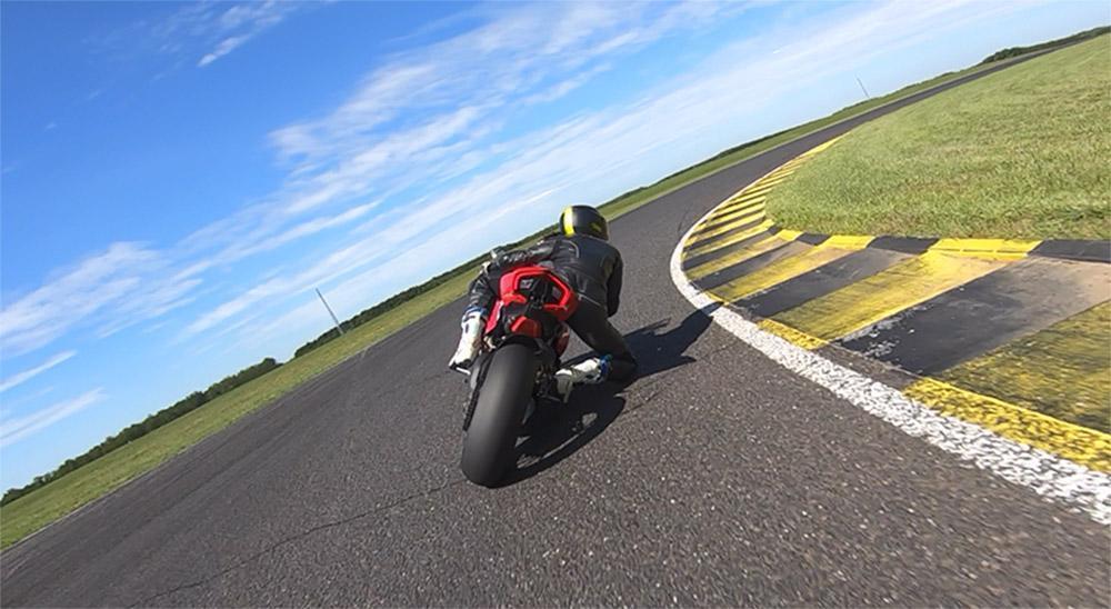 Ducati Panigale V4S en circuito