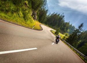 ¿Cómo tomar curvas en moto? | Maniobras y conducción