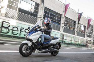 Moverse por ciudad con un scooter gran confort