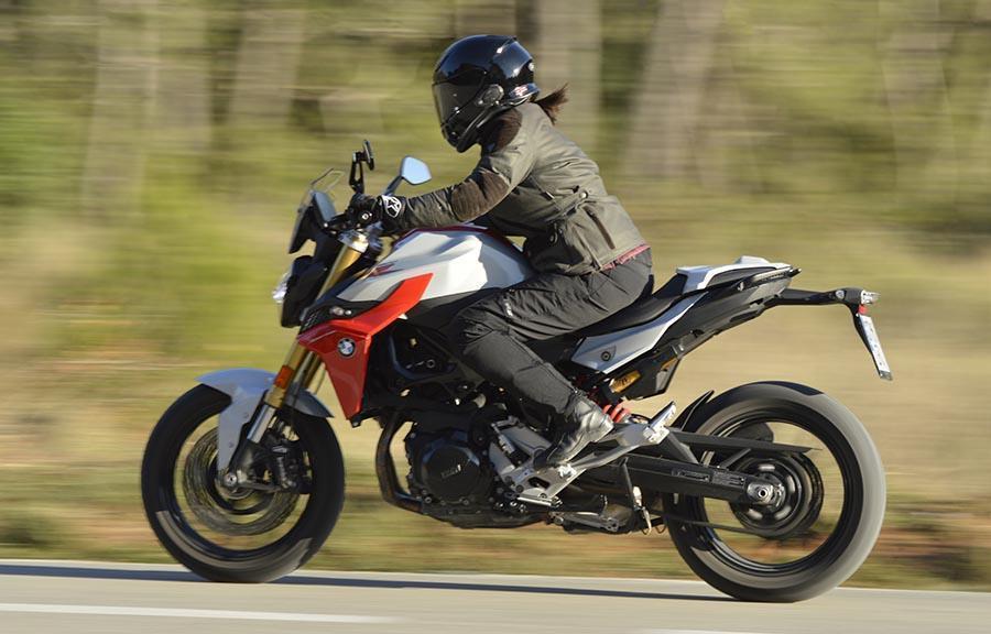 BMW F900R, moto nacked deportiva, moto polivalente,